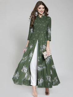 Elegant Outfits has never been so Affordable! Since the beginning of the year many girls were looking for our Brilliant guide and it is finally got released. Now It Is Time To Take Action! Pakistani Dresses Casual, Indian Fashion Dresses, Pakistani Dress Design, Indian Designer Outfits, Designer Dresses, Frock Style Kurti, Mode Abaya, Frock Fashion, Fashion Outfits