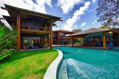 Localizada a 20 minutos de carro do Quadrado, a Villa 9 de Trancoso oferece aos hóspedes muita privacidade e uma praia tranquila e pouco acessada pelos turistas.