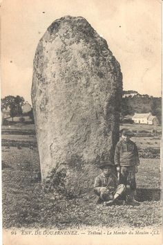 Tréboul, le menhir du Moulin. Finistere.  Brittany Breizh Ma Bro, Celtic Culture, Early Middle Ages, Statues, Viking Age, Le Moulin, British Isles, Vintage Photography, Old Pictures