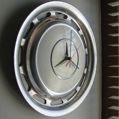 White Vintage Mercedes Hubcap Clock no. 1811 via Etsy Car Cleaning Hacks, Car Hacks, Car Furniture, Ultimate Garage, Clean Your Car, Mercedes Benz Logo, Car Wash, Decoration, Diy