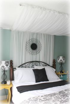 Bedroom design under one hundred dollars - check out the details at http://iamthatlady.com