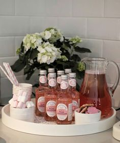 Jäätelökemut Rose Lemonade, Pink Parties, Bottle, Desserts, Food, Celebration, Party Ideas, Table, Tailgate Desserts