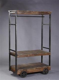 Vare: 3497523Stort tøjstativ i jern og rustik træ. Industrielt design