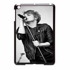 I don't care about the case. The only reason I pinned this is because GERARD LOOKS SO FREAKING HOT!!!!!!!!!!!!!!