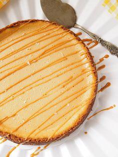 Taivaallinen suolainen kinuskijuustokakku – Salted Caramel Cheesecake - Kulinaari-ruokablogi Takana, Salted Caramel Cheesecake, Chocolate Ganache, Grill Pan, Grilling, Food And Drink, Cooking Recipes, Prom Dresses, Griddle Pan