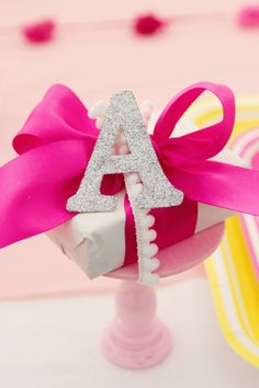girly-girl-circus-extravaganza-birthday-party-pink-carnival-cake-decorations-ideas.
