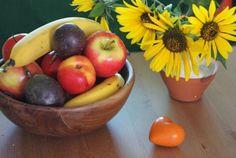 Πώς να ξεφορτωθείς εύκολα και γρήγορα τα μυγάκια που πάνε στα φρούτα Organization Hacks, Serving Bowls, Cleaning, Apple, Fruit, Tableware, Blog, Organize, Cookies