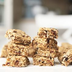 To use up sweetened condensed milk. These Chewy Date Oat Bars are packed full of dates, prunes, dried fruit, coconut, almonds and oats. A delicious and healthy snack! Coconut Recipes, Milk Recipes, Baking Recipes, Bar Recipes, Kitchen Recipes, Recipies, Milk Chocolate Chip Cookies, Chocolate Chip Oatmeal, Best Cookie Recipes