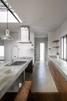 The Circle House by Kichi Architectural Design in Tsukuba, Japan is a contemporary home with an interesting facade. Industrial Kitchen Design, Modern Kitchen Design, Kitchen Interior, Home Interior Design, Concrete Kitchen, Kitchen Countertops, Concrete Slab, Concrete Counter, Kitchen Island