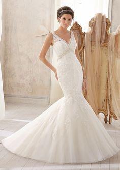 Delicate Alencon Lace Appliques On Net Wedding Dresses(HM0110)