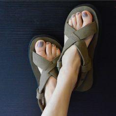 Sandalo incrociato Root | Cammina Leggero - Scarpe Vegan