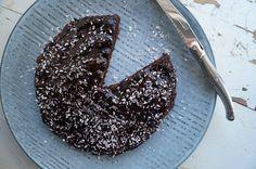 Svampet chokoladekage uden sukker   Marialottes - sundhed, livsstil & velvære Grill Pan, Stevia, Acai Bowl, Frosting, Grilling, Food And Drink, Keto, Pudding, Breakfast