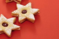 Vídeňské oříškové dortíčky | Apetitonline.cz Gingerbread Cookies, Desserts, Food, Gingerbread Cupcakes, Tailgate Desserts, Deserts, Essen, Postres, Meals