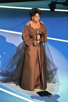 1995 Oprah presents at the Oscars, with a tulle skirt