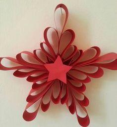 Per realizzare questa stella/fiocco non ci occorre molto materiale ma solo: cartoncino rosso per la stella cartoncino celeste per il fiocco di neve colla Procedimento: Ritagliare 5 strisce di carto…