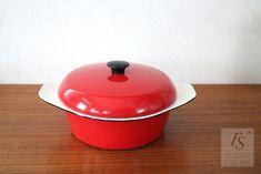 KOCKUMS enameled casserole - FourSeasons.fi Art Sites, Heart Decorations, Red Christmas, Casserole, Enamel, Retro, Vitreous Enamel, Casseroles, Enamels