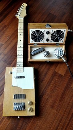 "CIGAR BOX GUITAR ""The Squarecaster"" with amp"