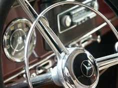 Beautiful classic steering wheel Bmw Vintage, Mercedes Benz Trucks, Steering Wheels, Steyr, Maybach, Dashboards, Old Trucks, Classic Cars, Automobile