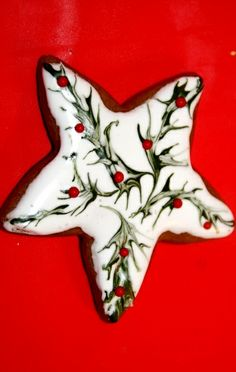 #Christmas #cookies Iced gingerbread star holly design ToniK ℬe Meℜℜy Stunning
