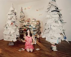More Christmas trees in print (thankfully, these are made from old newspapers). Book Tree, Old Newspaper, Winter Art, Heart Art, Book Crafts, Christmas Time, Photo Wall, Paper Trees, Creative