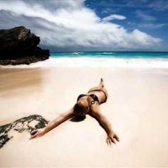 How to avoid sunburn and get a superb tan? While many people advocate that there is no such thing as a perfect tan, we all want it - the perfect tan – that bronzed, sun-kissed look that radiates fro. The Bikini, Bikini Beach, Beach Bum, Beach Girls, Beach Relax, Woman Beach, Black Bikini, Wallpaper S8, Beach Wallpaper