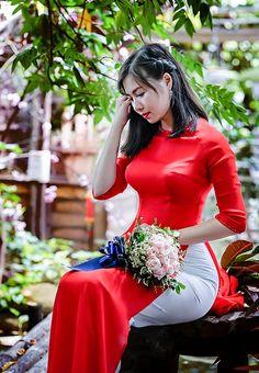 Beautiful Vietnamese Women, Beautiful Asian Girls, Beautiful Women, Vietnamese Traditional Dress, Traditional Dresses, Ao Dai, Long Dress Fashion, Vietnam Girl, Asian Woman