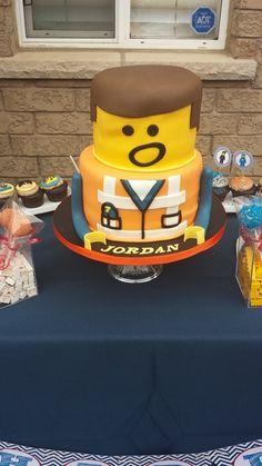 Lego Cake – Lego Movie character Emmit as a cake Lego Cake – Lego Movie Charakter Emmit als Kuchen Lego Movie Cake, Lego Movie Birthday, Lego Movie Party, Movie Cakes, Lego Cake, Cake Birthday, Lego Film, Birthday Star, Minecraft Cake