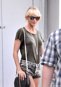 تايلور سويفت 2019 2020 Taylor swift Тейлор Свіфт Тејлор Свифт 泰勒斯威夫特 טיילור סוויפט تیلور سویفت 테일러 스위프트 テイラースウィフト in 2020 Taylor Swift Casual, Taylor Swift Legs, Estilo Taylor Swift, All About Taylor Swift, Long Live Taylor Swift, Taylor Swift Style, Taylor Swift Pictures, Taylor Alison Swift, American Music Awards