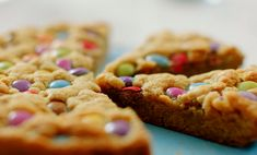 Nadiya Hussain served up a delicious giant and speedy chocolate chip pan cookie on Nadiya's Time to Eat. The ingredients are: unsalted butter, brown sugar, 1 medium egg, ½ tsp vanil… Uk Recipes, Sweet Recipes, Baking Recipes, Cookie Recipes, Dessert Recipes, British Recipes, Chocolate Chip Pan Cookies, Giant Chocolate, Chocolate Recipes