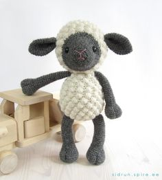 Crocheted farm animals *Free pattern (also see comments)