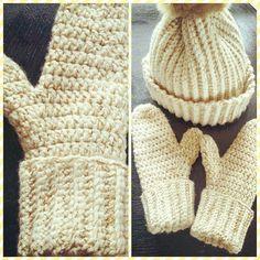 Yummy matchy mittens  #crafty #crochet #crochetmania #instacrochet #creative #craft #crochetaddict #instacrochet #mittens by fimsefisen
