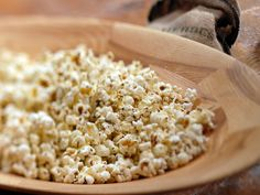 Popcorn with garlic butter, herbes de provence and fleur de sel from Laura Calder-made this today DELISH! Popcorn Recipes, Snack Recipes, Desserts, French Food At Home, Appetizer Sandwiches, Homemade Lasagna, Food Network Canada, Lunch Snacks, Kitchens