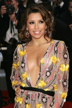 Eva Longoria dangerously open dress https://smart.link/59d4e2eef5ce5