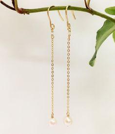 お仕事中にもつけていただける、さりげなく上品なアコヤ真珠のチェーンピアス・チェーン、金具は14金ゴールドフィールドを使用。シリコンキャッチをお付けして発送致し...|ハンドメイド、手作り、手仕事品の通販・販売・購入ならCreema。