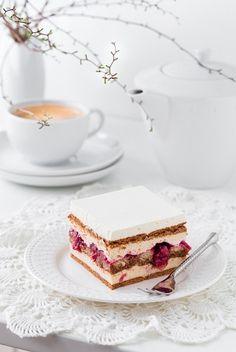 Witajcie po świątecznej przerwie :) Dzisiaj mam dla Was przepis na ciasto, które pojawiło się na naszym świątecznym stole. Nie ma ono typowo wielkanocnego