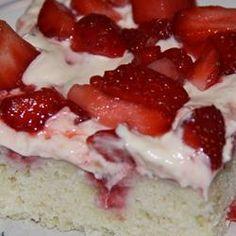 Strawberry Refrigerator Cake-I love anything Strawberry