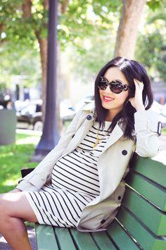Moda gestante: vestido de malha para dar conforto e trench coat para alongar