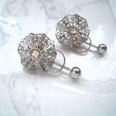 お花の透かしパーツを組み合わせて、立体的な円盤型のパーツを作りました。正面から見ると、絞り出しクッキーのようにも見えます。... Blog Categories, Blog Entry, Belly Button Rings, Stud Earrings, Accessories, Jewelry, Jewerly, Jewlery, Stud Earring