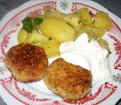 Vločky zalijeme horkou vodou a necháme na 20 minut spařit. Mezitím nastrouháme sýr a smícháme ho s rozšlehanými vejci. Spařené vločky smícháme... Mashed Potatoes, French Toast, Muffin, Breakfast, Ethnic Recipes, Food, Author, Whipped Potatoes, Morning Coffee