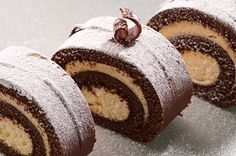A Decadent ice cream Chocolate Cake Roll recipe. Delicious chocolate cake filled with ice cream sweetness and dusted with powdered sugar Chocolate Swiss Roll, Chocolate Roll Cake, Chocolate Chocolate, Chocolate Filling, Chocolate Clusters, Delicious Chocolate, Chocolate Buttercream Recipe, Dukan Diet Recipes, Kolaci I Torte