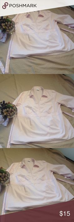 Ladies maternity top in size 2 x- large Pretty light pink maternity top in size 2 xl from Motherhood. Sleeves are 3/4 length with buttons that match the buttons down the front, v-neck with a collar, tie that ties in the back. In excellent preowned condition. Motherhood Maternity Tops