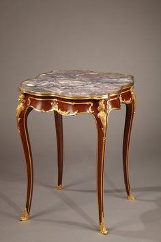 Guéridon en acajou et bronze doré de style Louis XV - 1694                                                                                                                                                                                 Plus