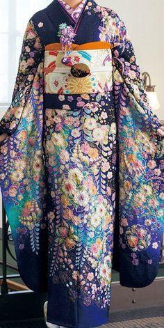 Hulisode: long sleeved formal kimono, single women only. This is gorgeous. Furisode Kimono, Kimono Fabric, Traditional Kimono, Traditional Dresses, Traditional Japanese, Kimono Chino, Blue Kimono, Kimono Japan, Japanese Costume