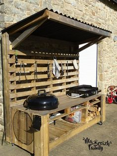 Garten: 30 Möbel in Paletten super cool! Today Pin The post Garten: 30 Möbel in Paletten super cool! Today Pin appeared first on aubenkuche. Outdoor Kitchen Bars, Bbq Kitchen, Summer Kitchen, Outdoor Kitchen Design, Kitchen Ideas, Outdoor Kitchens, Outdoor Grill Station, Grill Table, Pallet Furniture