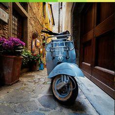 Une vespa pour vous faire voyager jusqu'en Italie... Ca sent l'huile d'olive et la mozzarella !