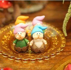 Muito fofo esses docinhos da #brugauss para a mesa decorada com o tema #BrancadeNeve da #Raquelfurtadodecor. Festa realizada no #buffetminiland   #Minilandbuffet #Disney #snowwhite #princess #princesa... Miniland Buffet Infantil em São Paulo, SP
