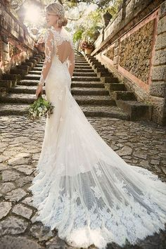 Torn between a dress that's classic, and one that's modern? This gown by @essensedesigns via @weddingwire is the perfect solution. Don't you just love the sleeves.