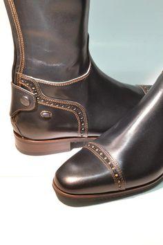 Italian boots by Secchiari www.iconadeironchi.com. ♡♡♡♡♡