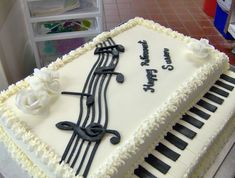 a piano cake for a musically inclined clients retirement Cakes! in 2019 Piano cakes, Music Music Themed Cakes, Music Cakes, Music Themed Parties, Fancy Cakes, Cute Cakes, Fondant Cakes, Cupcake Cakes, Violin Cake, Bolo Musical
