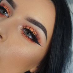 Surely we can all agree that this warm eyeshadow look is EVERYTHING! 🍊 Jazz A. - Eye Makeup tips Pretty Makeup, Love Makeup, Makeup Inspo, Makeup Art, Makeup Inspiration, Peach Makeup Look, Sleek Makeup, Makeup Style, Natural Makeup